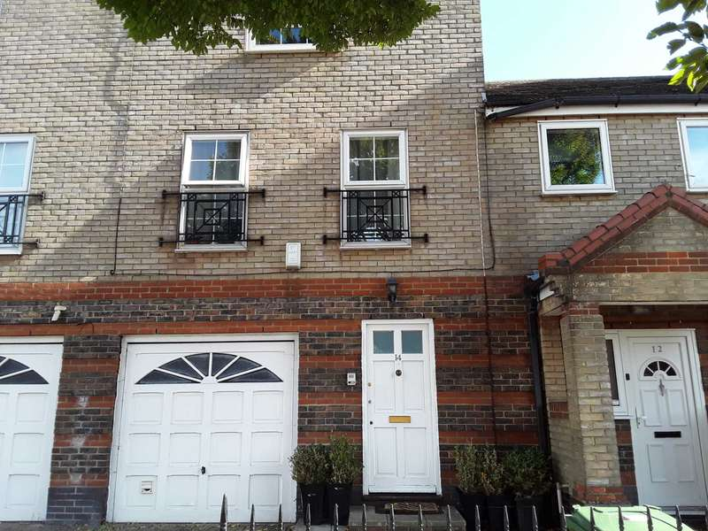 3 Bedrooms Town House for sale in Valiant Way, Beckton, E6 5XN