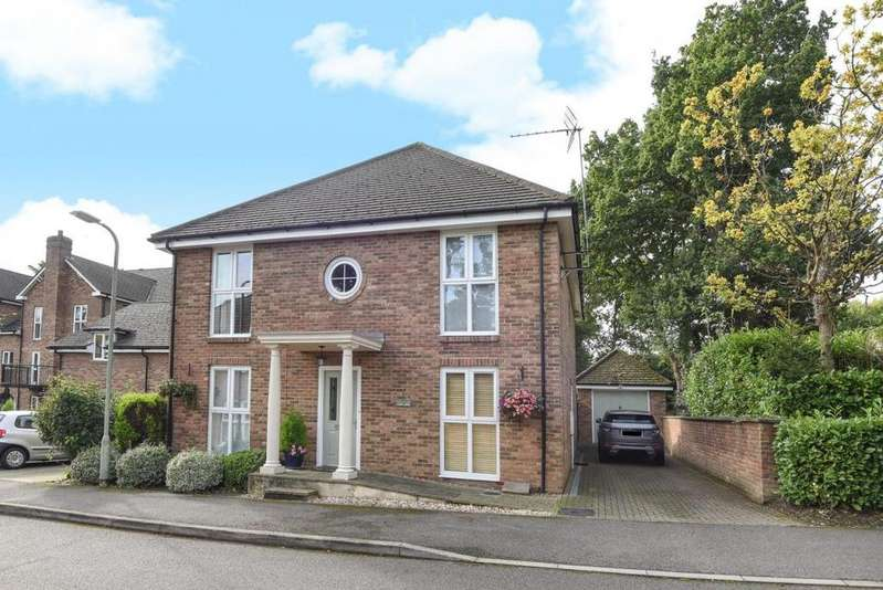 5 Bedrooms Detached House for sale in Squirrel Walk, Wokingham, RG41