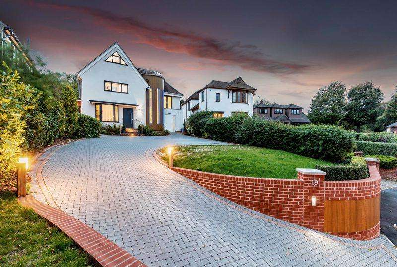 4 Bedrooms Detached House for sale in Hilltop Crescent, Portsmouth