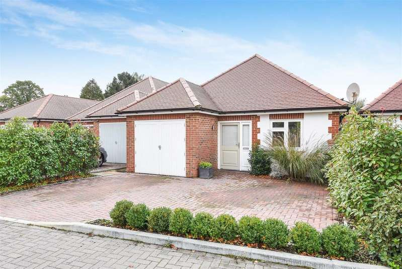 3 Bedrooms Detached Bungalow for sale in Shoreham Road, Small Dole, Henfield