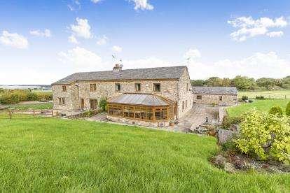 3 Bedrooms Barn Conversion Character Property for sale in Preston Old Road, Mellor Brook, Blackburn, Lancashire