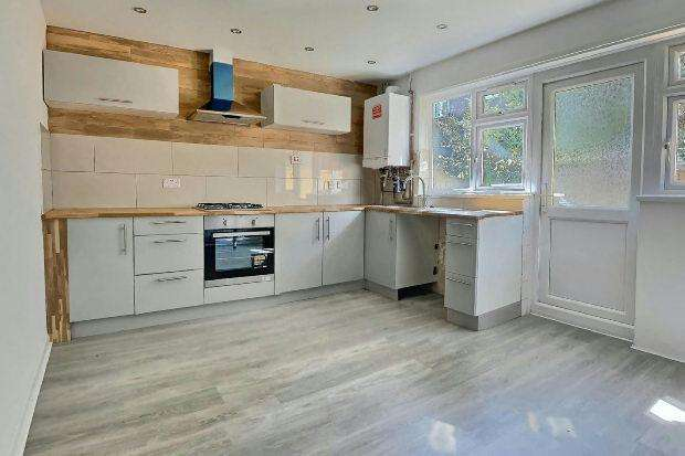 3 Bedrooms Terraced House for sale in Atkinson Road, Canning Town, London, E16