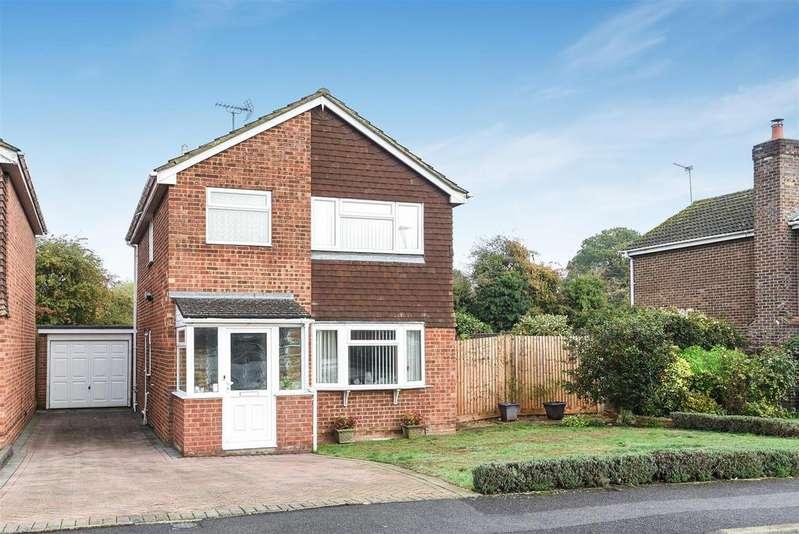 3 Bedrooms Detached House for sale in Benning Way, Wokingham, Berkshire RG40 1XX
