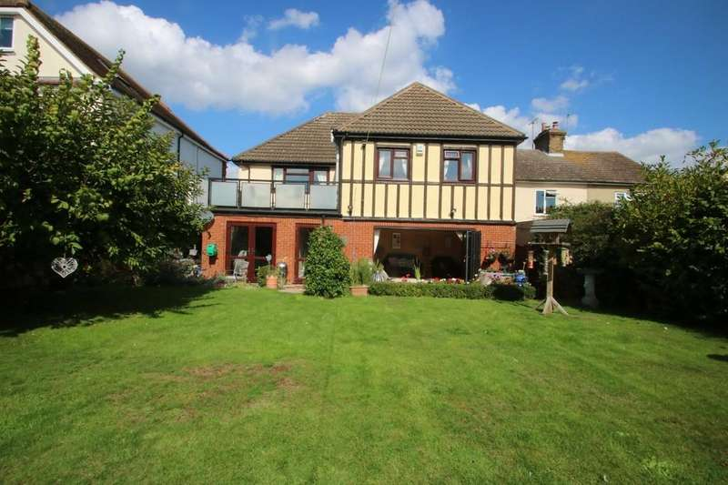 5 Bedrooms Detached House for sale in High Road, Hockley