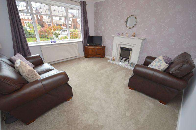 4 Bedrooms Detached House for sale in Julian Way, Widnes