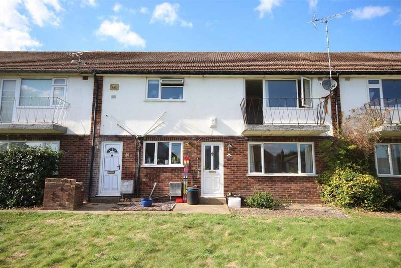 2 Bedrooms Maisonette Flat for sale in Selsdon Avenue, Woodley, Reading