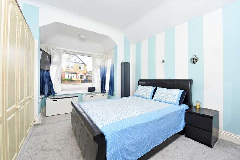 4 Bedrooms Property for sale in Church Road West, Farnborough GU14