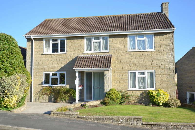 4 Bedrooms Detached House for sale in Wincanton, Somerset, BA9