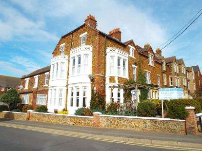 6 Bedrooms End Of Terrace House for sale in Hunstanton, Norfolk