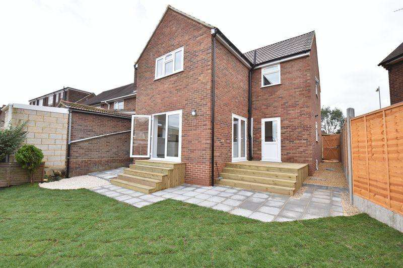 4 Bedrooms Detached House for sale in Abbey Drive, Luton