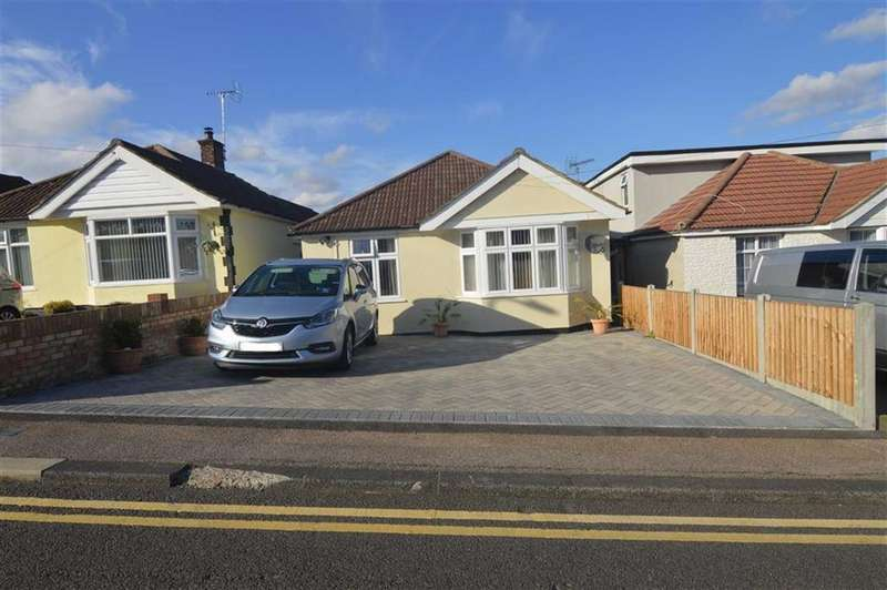 2 Bedrooms Detached Bungalow for sale in Boscombe Avenue, Grays, Essex