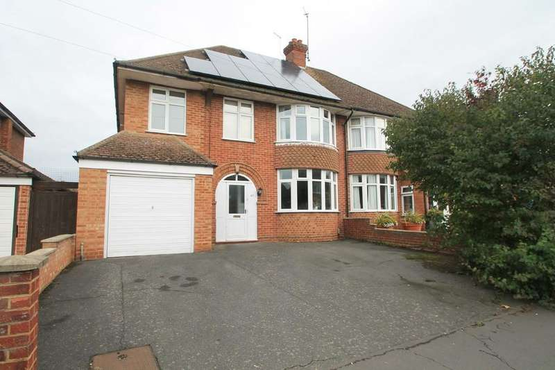4 Bedrooms Semi Detached House for sale in Broughton Avenue, Aylesbury