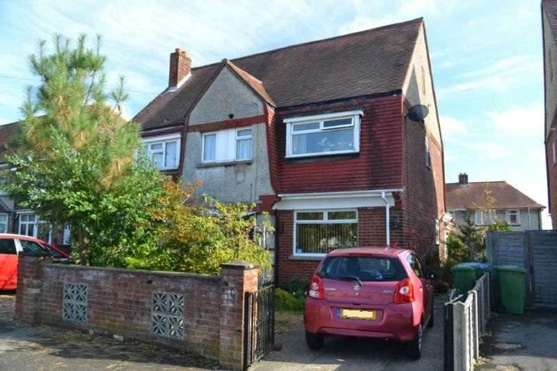 3 Bedrooms Semi Detached House for sale in Acacia Road, Southampton