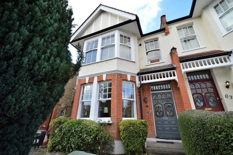 2 Bedrooms Ground Flat for sale in Derwent Road, Palmers Green, London. N13