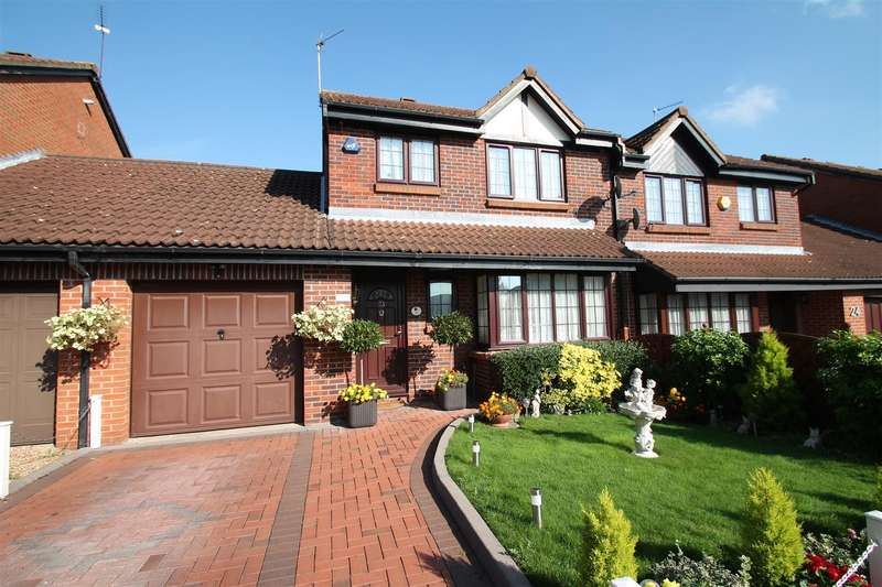 4 Bedrooms Semi Detached House for sale in Crothall Close, Palmers Green N13