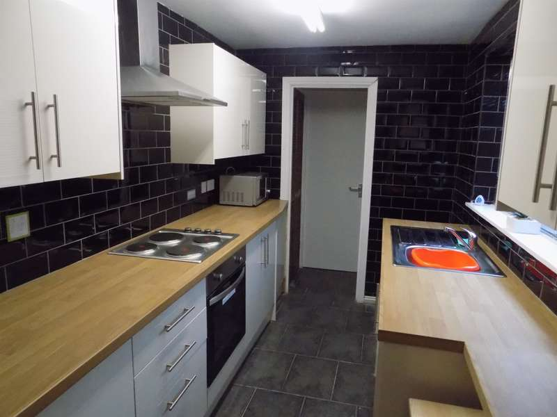 4 Bedrooms Terraced House for sale in Pelham Street, Middlesbrough, TS1 4DJ