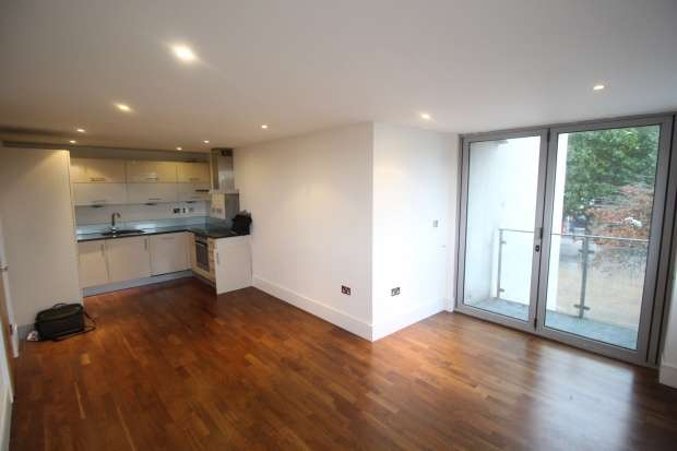2 Bedrooms Flat for sale in Rubicon Court, Romford, Greater London, RM1 1BJ