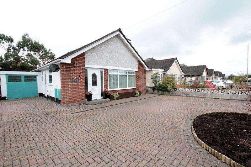 3 Bedrooms Detached Bungalow for sale in Highlands Road, Rhuddlan