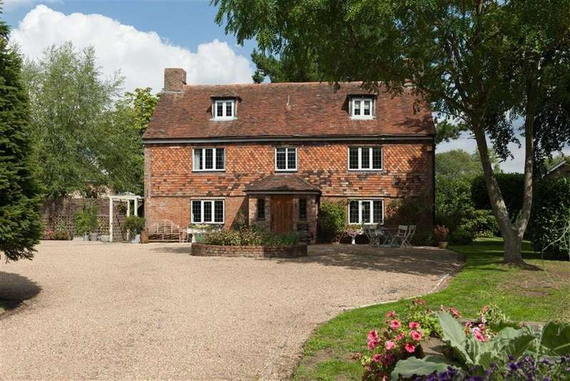 5 Bedrooms Detached House for sale in Kingsnorth, Kent