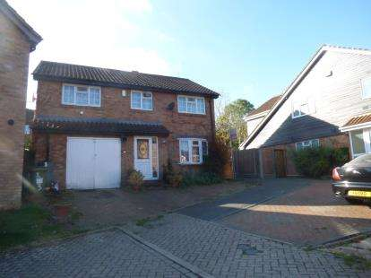 4 Bedrooms Detached House for sale in Byward Close, Neath Hill, Milton Keynes, Bucks