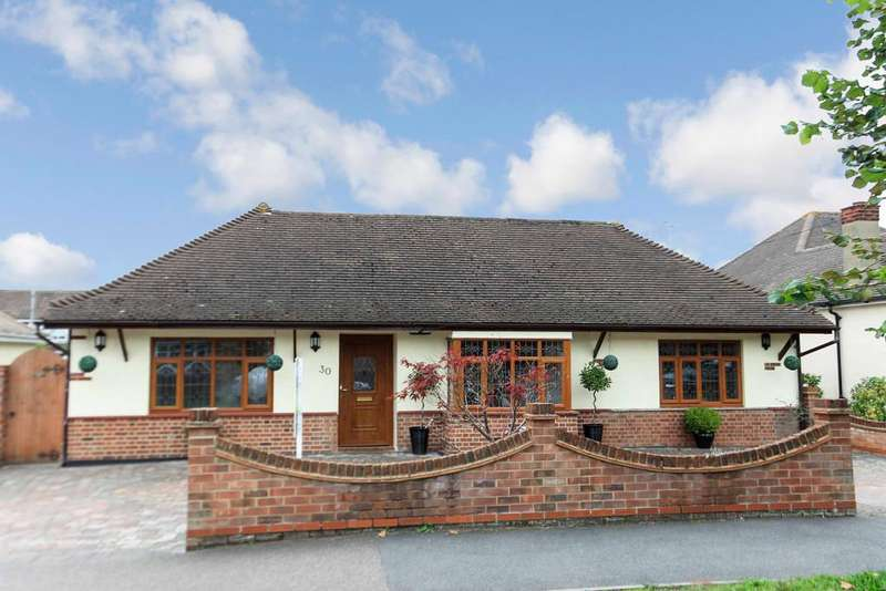 5 Bedrooms Detached Bungalow for sale in Leslie Road, Rayleigh