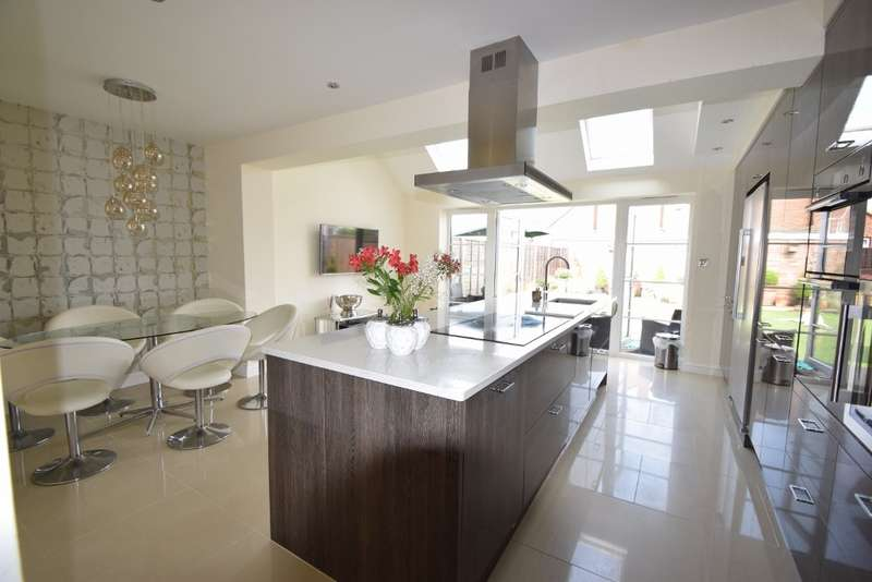 3 Bedrooms Terraced House for sale in Princes Close, Eton Wick, SL4