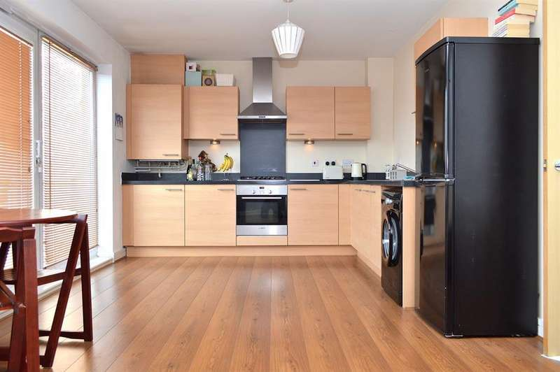 2 Bedrooms Maisonette Flat for sale in Barmouth Walk, Hollinwood, Oldham, OL8 4SH