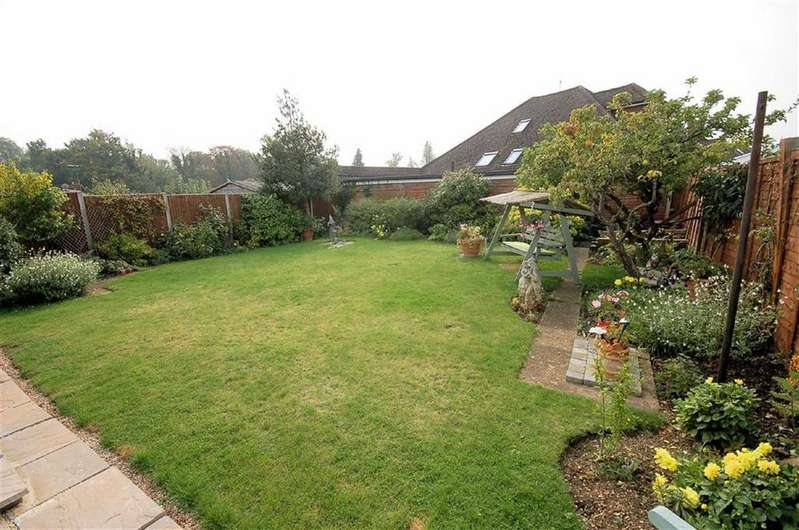 2 Bedrooms Detached House for sale in Hawthorn Close, Hitchin, Hertfordshire