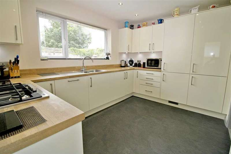 2 Bedrooms Detached Bungalow for sale in Old Vicarage Close, Bournemouth