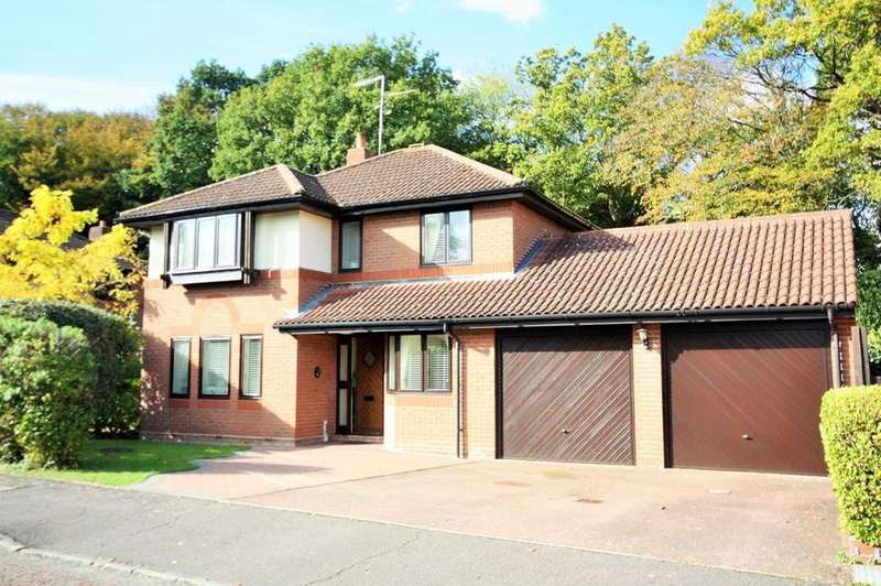 4 Bedrooms Detached House for sale in Halstead Way, Hutton, Brentwood, CM13