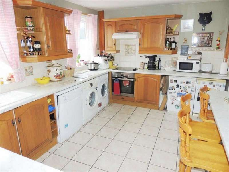 4 Bedrooms Terraced House for sale in West Street, Clayton, Manchester