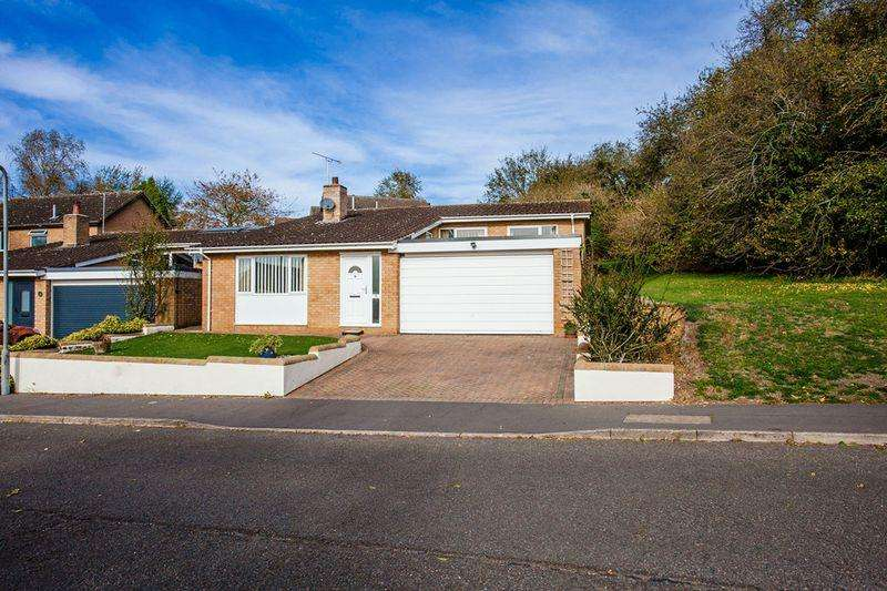 3 Bedrooms Detached House for sale in Page Hill Avenue, Buckingham