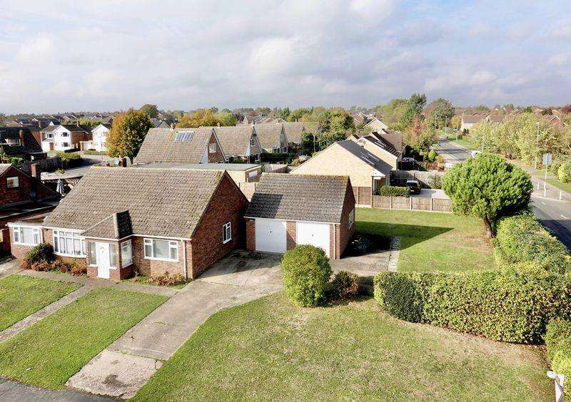 3 Bedrooms Detached Bungalow for sale in Desborough Road, Hartford, Huntingdon.
