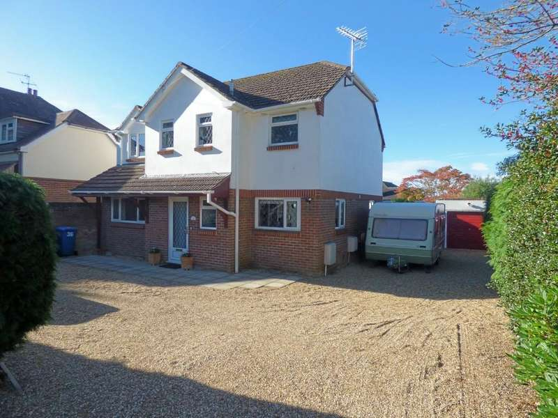 4 Bedrooms Detached House for sale in Wallace Road, Broadstone