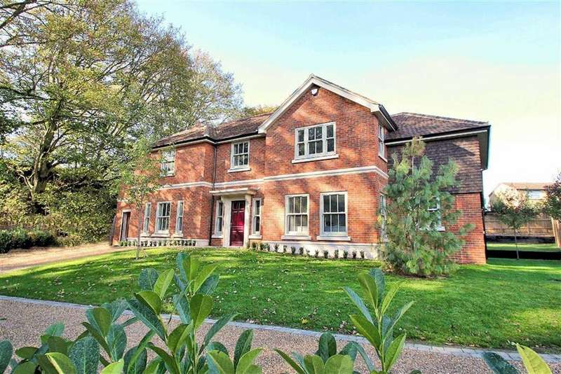 5 Bedrooms Detached House for sale in Glamis Close, The Spinney, Bragbury End SG2 8TJ