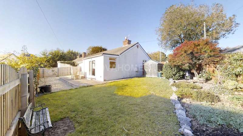 3 Bedrooms Semi Detached Bungalow for sale in Woodford Close, Stunning Bungalow With Excellent Plot & No Chain...
