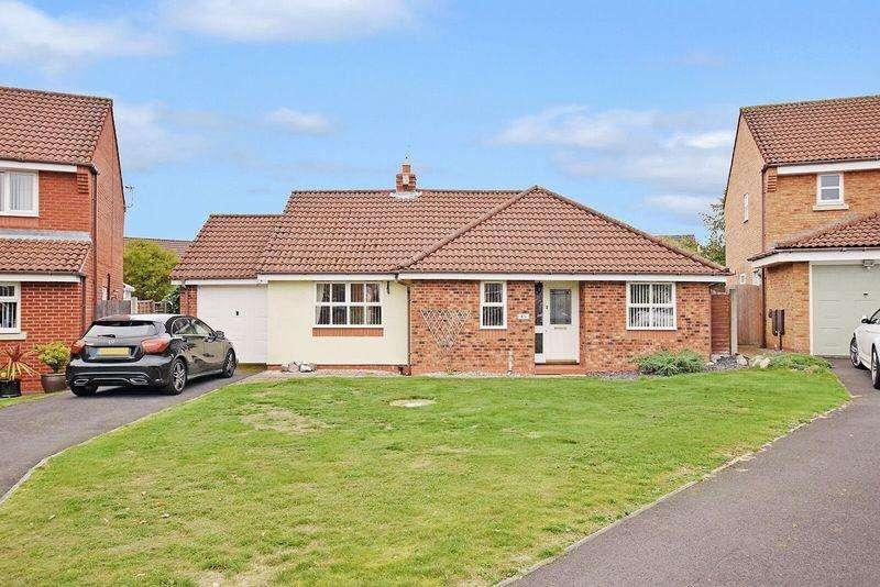 3 Bedrooms Bungalow for sale in Chatteris Park, Sandymoor, Runcorn