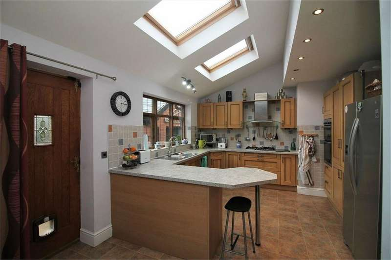 5 Bedrooms Semi Detached House for sale in Sweetloves Lane, Bolton, BL1