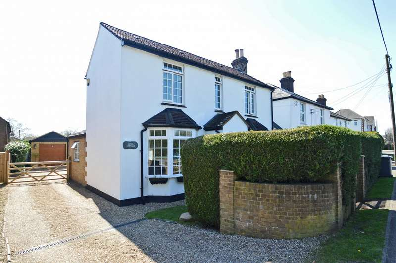 3 Bedrooms Detached House for sale in Penn Road, Hazlemere, HP15