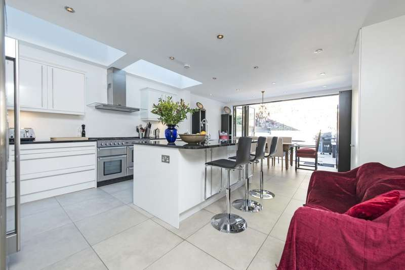 5 Bedrooms Terraced House for sale in Wroughton Road, London SW11