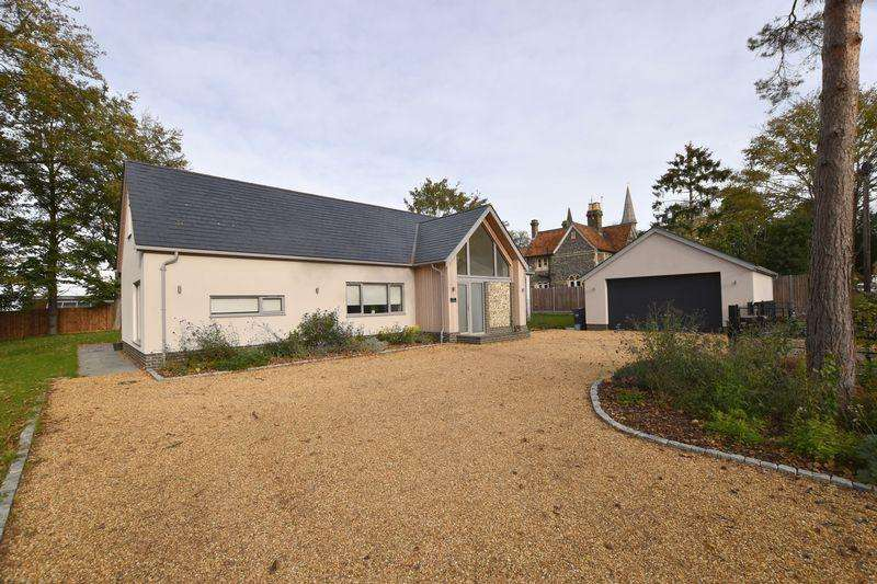 4 Bedrooms Detached Bungalow for sale in High Wych Road, Sawbridgeworth