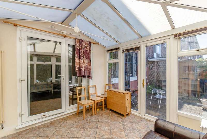 3 Bedrooms Apartment Flat for sale in Canrobert Street, London E2
