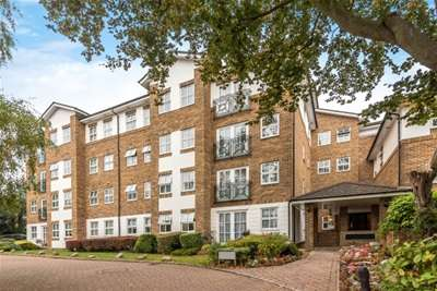 3 Bedrooms Flat for rent in Greenleaf Court, Oakleigh Park North, Whetstone N20