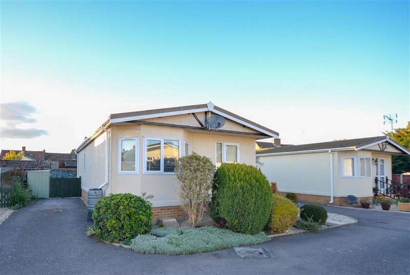 2 Bedrooms Park Home Mobile Home for sale in Cambridge, Gloucester, GL2 7BZ