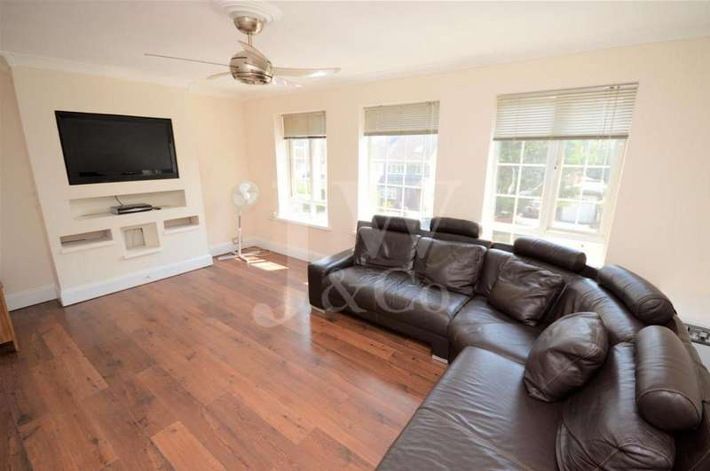 3 Bedrooms Maisonette Flat for sale in How Wood Park Street Herts