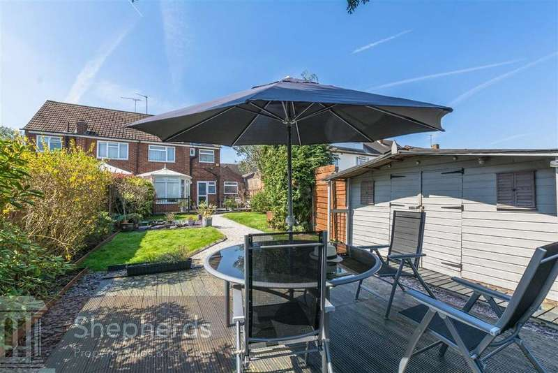 3 Bedrooms Semi Detached House for sale in Salwey Crescent, Broxbourne, Hertfordshire, EN10