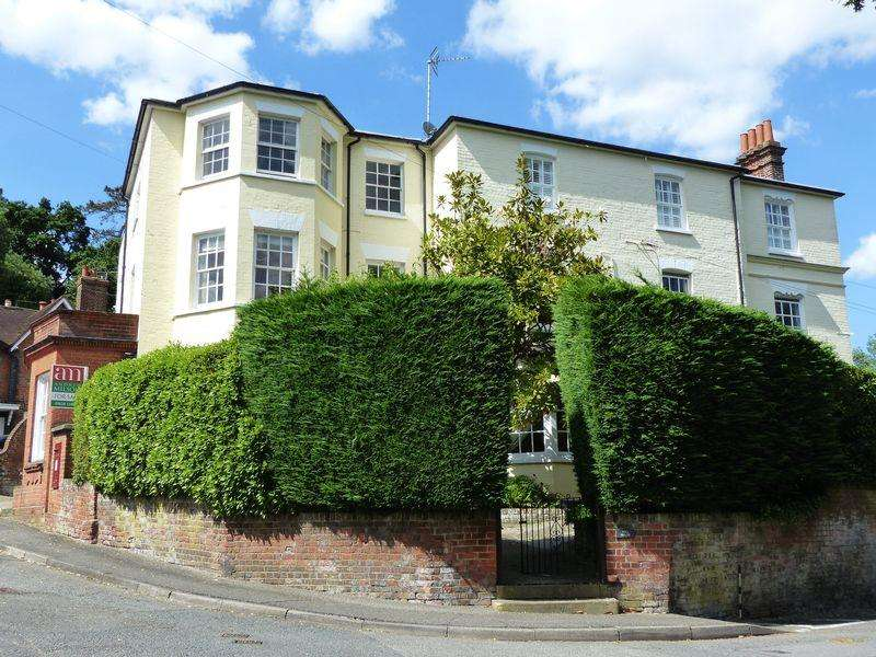 2 Bedrooms Apartment Flat for sale in Taplow