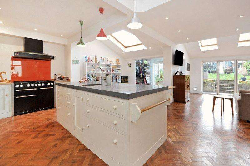 5 Bedrooms Semi Detached House for sale in Downs Cote Drive, Westbury-on-Trym