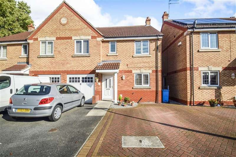 4 Bedrooms Semi Detached House for sale in Birnam Court, Hull