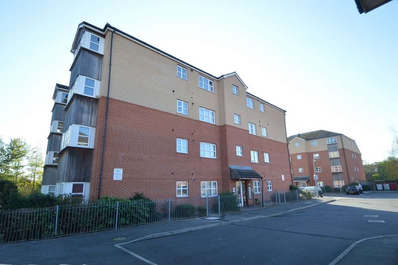 2 Bedrooms Flat for sale in Sir Robert Mews, Langley, SL3
